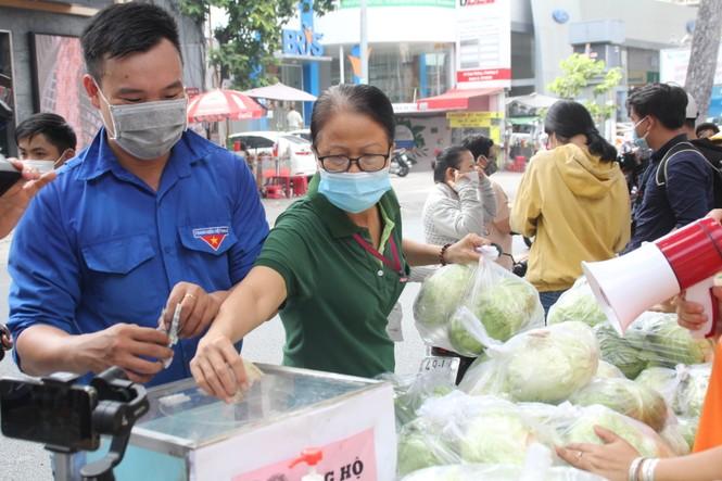 Người dân TPHCM hào hứng giải cứu nông sản Hải Dương - Ảnh 11.