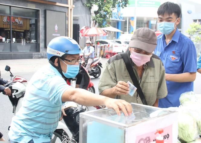 Người dân TPHCM hào hứng giải cứu nông sản Hải Dương - Ảnh 7.