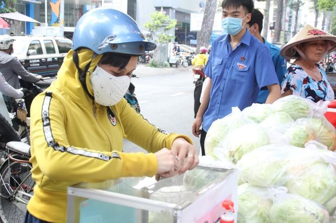 Người dân TPHCM hào hứng giải cứu nông sản Hải Dương - Ảnh 6.