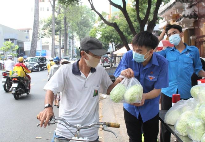 Người dân TPHCM hào hứng giải cứu nông sản Hải Dương - Ảnh 3.