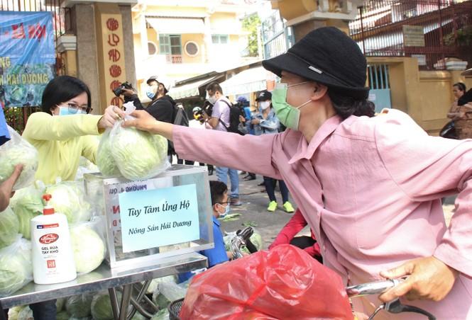 Người dân TPHCM hào hứng giải cứu nông sản Hải Dương - Ảnh 10.