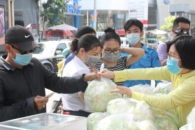 Người dân TPHCM hào hứng giải cứu nông sản Hải Dương - Ảnh 8.