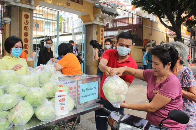 Người dân TPHCM hào hứng giải cứu nông sản Hải Dương - Ảnh 12.
