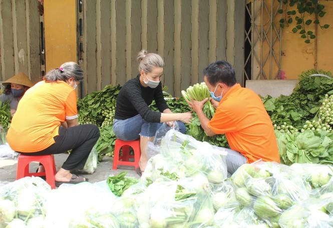 Người dân TPHCM hào hứng giải cứu nông sản Hải Dương - Ảnh 14.