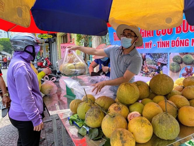 Người dân TPHCM hào hứng giải cứu nông sản Hải Dương - Ảnh 18.