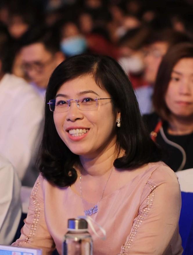 PGS- TS Nguyễn Mạnh Hùng rời ghế hiệu trưởng Trường ĐH Nguyễn Tất Thành sau 20 nắm quyền  - ảnh 1