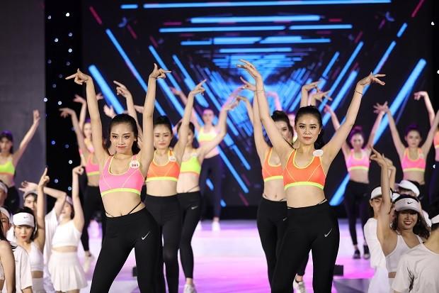 Mai Hiếu Ngân đăng quang Hoa khôi Miss HUTECH 2021 - ảnh 2