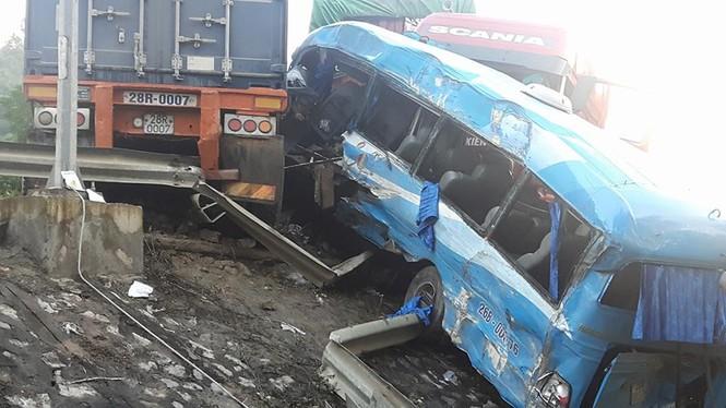 Xác định nguyên nhân vụ tai nạn liên hoàn ở Hoà Bình - ảnh 1