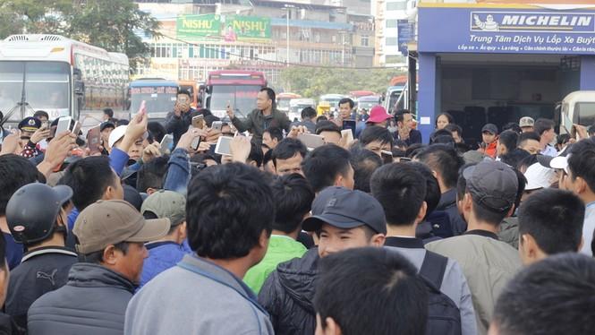 Hơn 50 lượt xe buýt miễn phí chở khách bị từ chối ở Mỹ Đình - ảnh 1