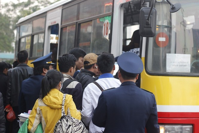 Hơn 50 lượt xe buýt miễn phí chở khách bị từ chối ở Mỹ Đình - ảnh 2
