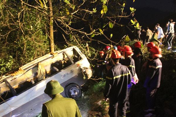 Cảnh sát khám nghiệm ô tô lao xuống vực ở Lào Cai - ảnh 6