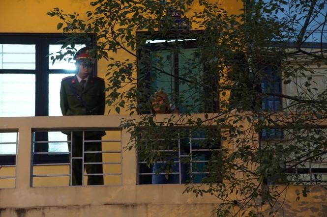 Đoàn xe dẫn giải ông Đinh La Thăng và đồng phạm về trại tạm giam - ảnh 4