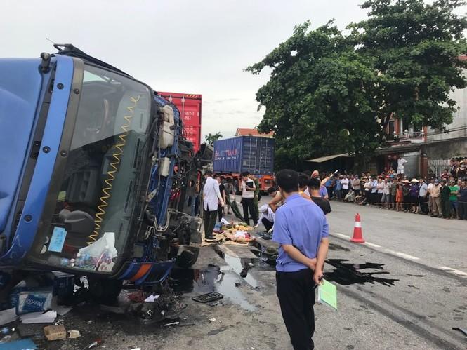 Quốc lộ 5 ùn tắc 10km sau ba vụ tai nạn khiến bảy người chết - ảnh 1