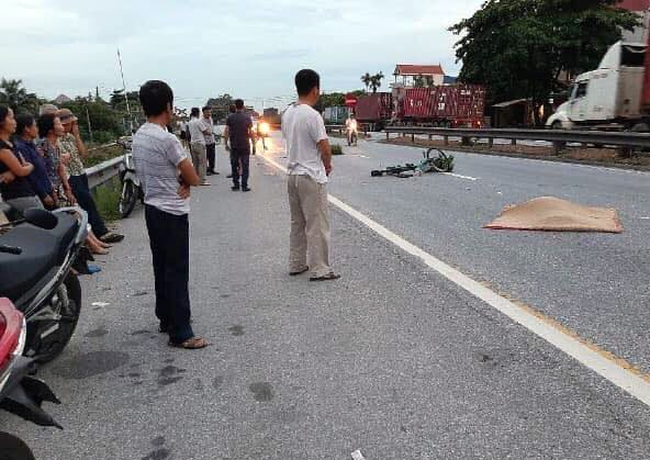 Quốc lộ 5 ùn tắc 10km sau ba vụ tai nạn khiến bảy người chết - ảnh 2