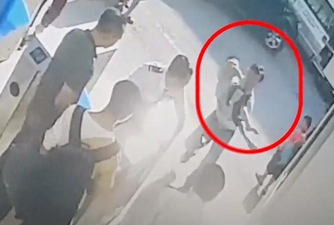Vụ bé lớp 1 chết trong ô tô đưa đón: Bác thông tin tài xế trường GateWay tự tử - ảnh 1