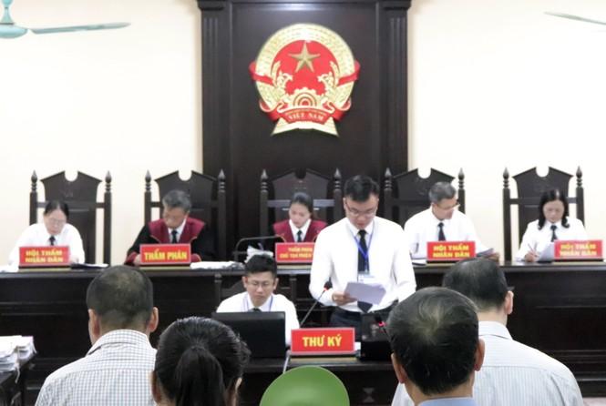 Xử gian lận điểm thi Hà Giang: Cựu Phó giám đốc Sở GD&ĐT tự bào chữa - ảnh 1