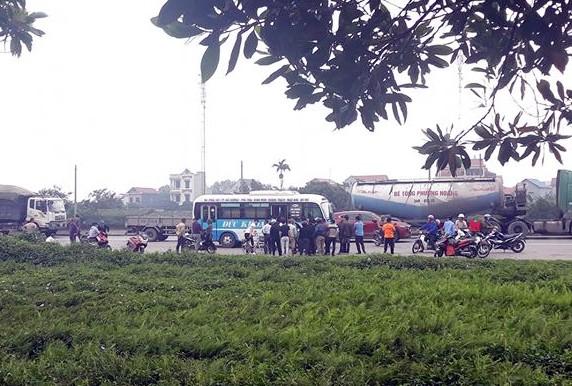Tài xế tử vong trong cabin xe buýt ở Hải Dương - ảnh 1