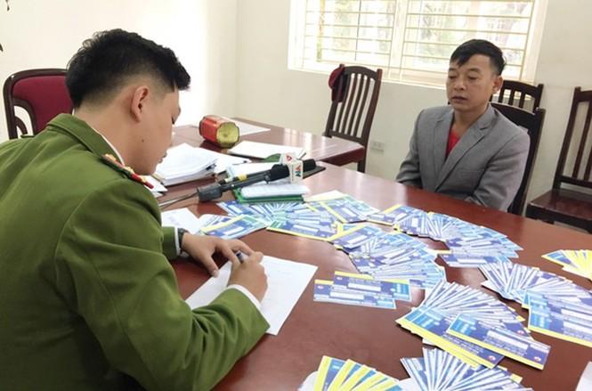 Khởi tố 3 bị can làm gần 1.000 vé giả xem trận Việt Nam – Thái Lan - ảnh 1