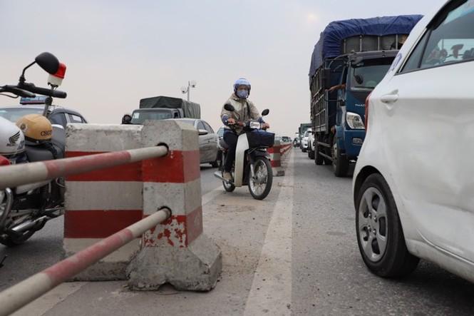 7 ô tô tông liên hoàn trên cầu Thanh Trì, giao thông ùn tắc gần 10km - ảnh 2