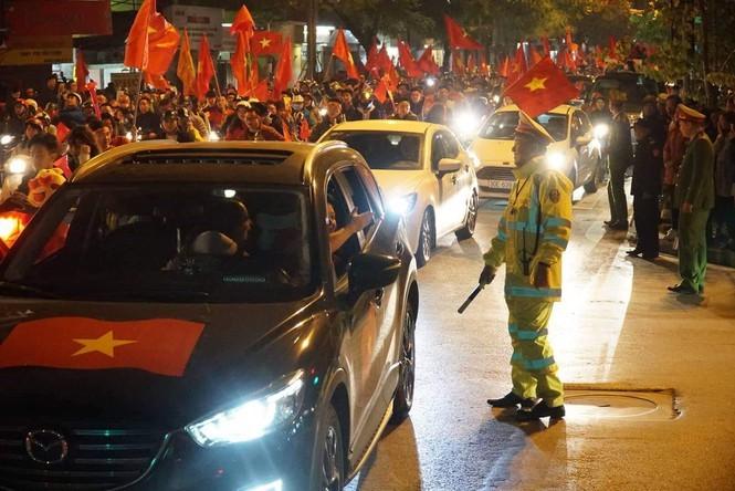 Triệu cổ động viên hò reo ăn mừng U22 Việt Nam vô địch SEA Games 30 - ảnh 41