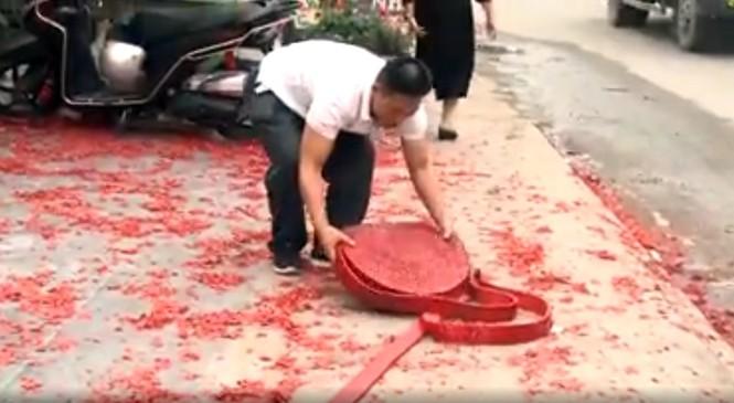 Tạm giữ hình sự người đốt pháo đỏ đường trong đám cưới ở Hà Nội - ảnh 1