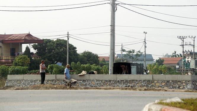 Đình chỉ công trình vi phạm hành lang an toàn giao thông ở Hưng Yên - ảnh 2