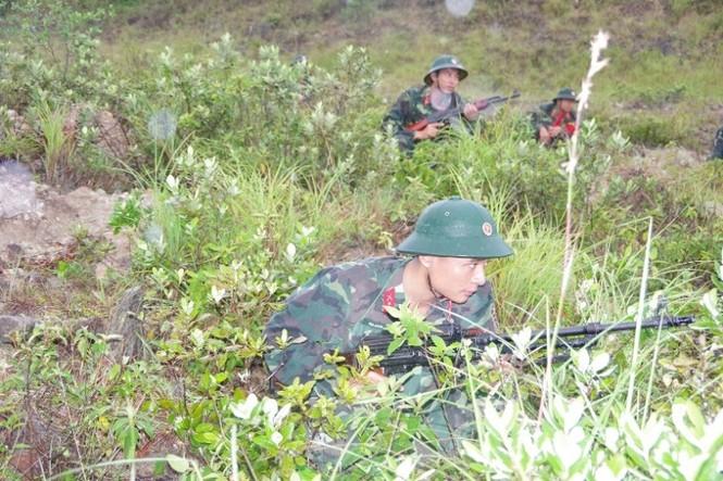 Cận cảnh trung đoàn bộ binh diễn tập vòng tổng hợp - ảnh 6