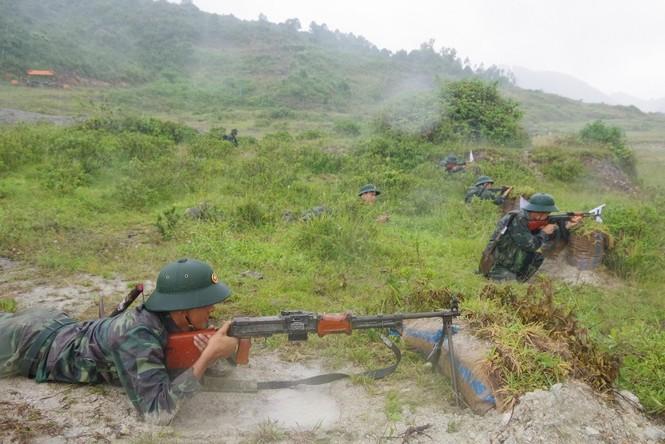 Cận cảnh trung đoàn bộ binh diễn tập vòng tổng hợp - ảnh 8