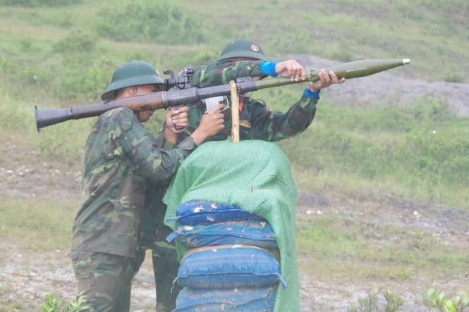 Cận cảnh trung đoàn bộ binh diễn tập vòng tổng hợp - ảnh 1