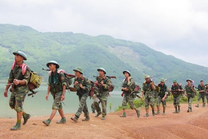 Cận cảnh trung đoàn bộ binh diễn tập vòng tổng hợp - ảnh 2