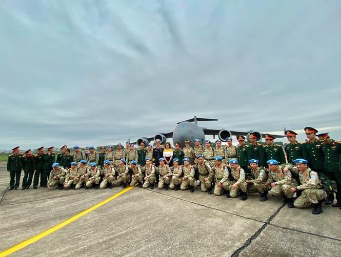 Cận cảnh vận tải cơ C-17A chở bác sĩ mũ nồi xanh Việt Nam sang Nam Sudan - ảnh 2