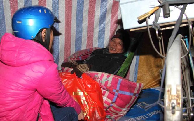 Trắng đêm mang Tết đến với người vô gia cư Hà Nội - ảnh 9