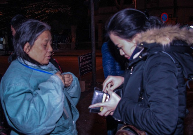 Trắng đêm mang Tết đến với người vô gia cư Hà Nội - ảnh 10