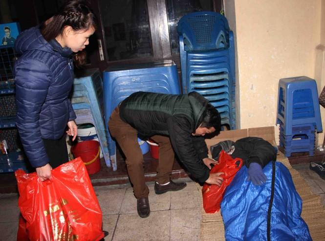 Trắng đêm mang Tết đến với người vô gia cư Hà Nội - ảnh 14