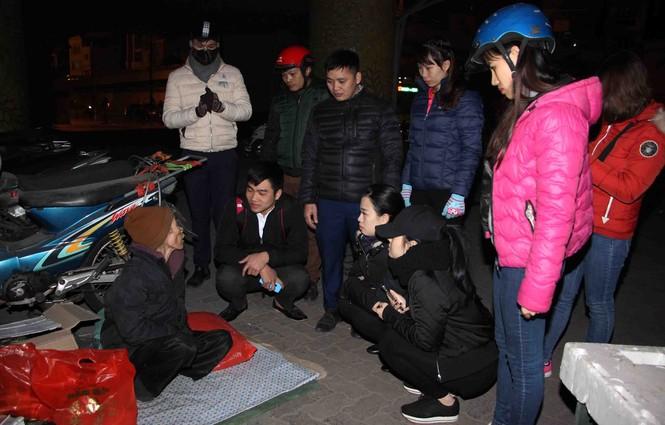 Trắng đêm mang Tết đến với người vô gia cư Hà Nội - ảnh 5