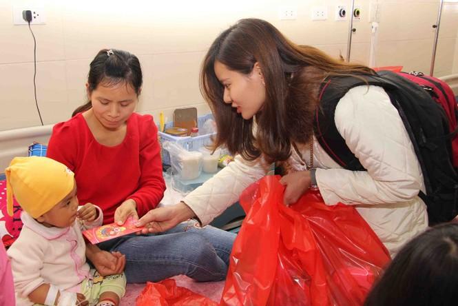Mang Xuân yêu thương đến với bệnh nhân nhi ung thư - ảnh 11