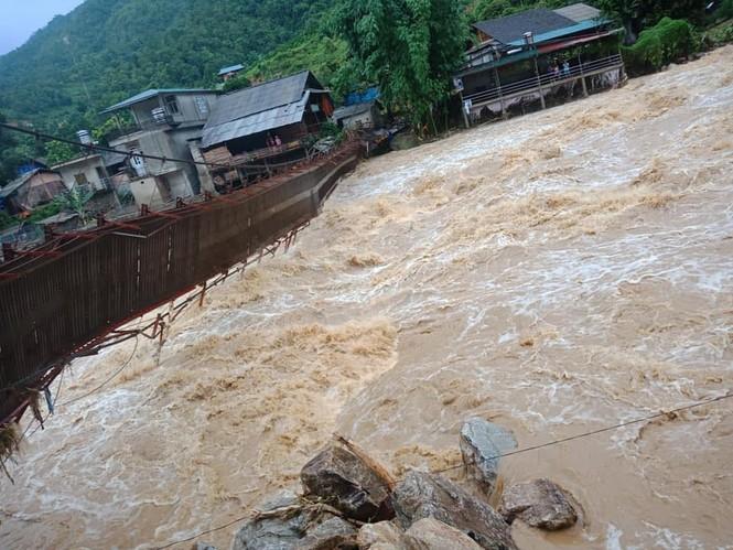 Thủy điện trăm tỷ, nghìn tỷ không phép: Chính quyền Lào Cai buông lỏng quản lý - ảnh 2