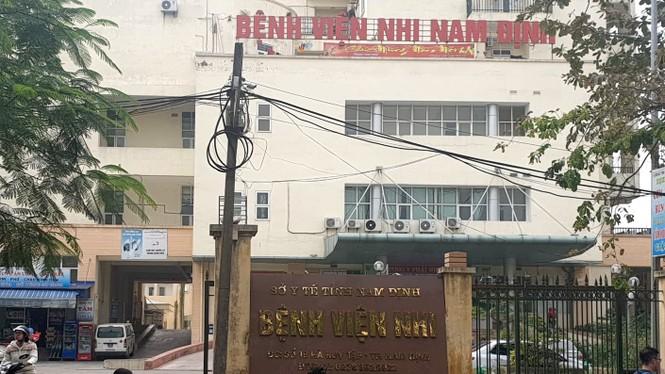 Tin mới vụ 2 nhân viên viện Nhi Nam Định 'ăn bớt' thuốc của bệnh nhân - ảnh 1