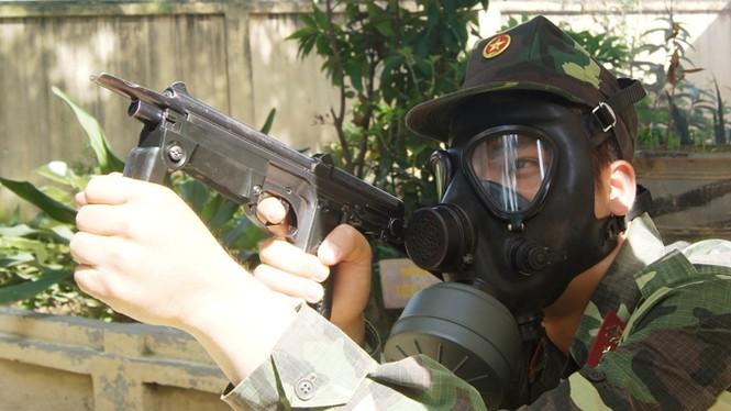 """Xem lính hóa học """"diệt khủng bố"""", tẩy chất độc - ảnh 2"""
