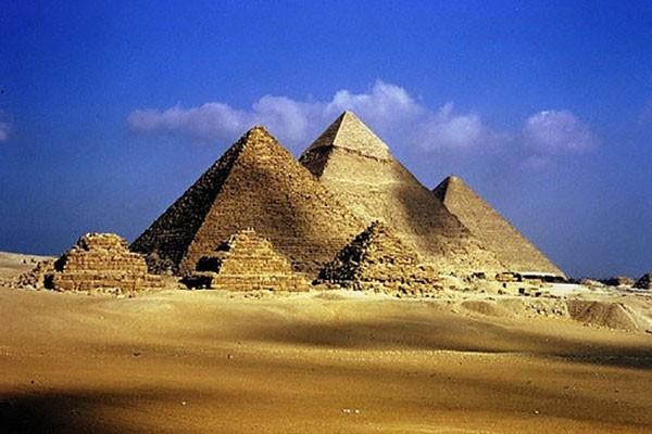 Các giả thuyết về cách xây dựng kim tự tháp thời Ai Cập cổ đại - ảnh 6