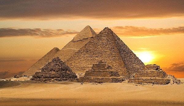 Các giả thuyết về cách xây dựng kim tự tháp thời Ai Cập cổ đại - ảnh 1
