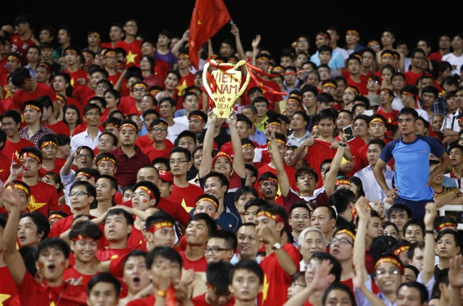 [ẢNH]: CĐV nô nức xuống đường mừng chiến thắng U19 Việt Nam - ảnh 1