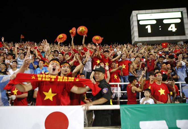 [ẢNH]: CĐV nô nức xuống đường mừng chiến thắng U19 Việt Nam - ảnh 4