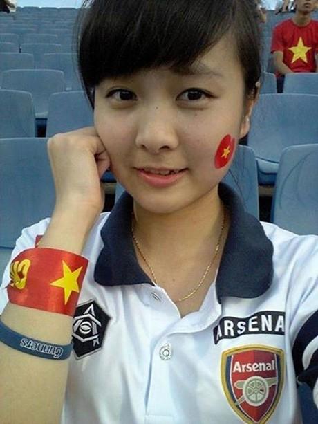 Nữ CĐV đáng yêu bật khóc vì U19 Việt Nam gây sốt mạng - ảnh 8