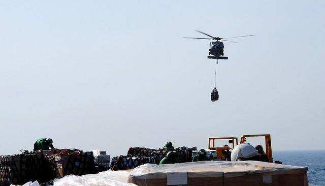 Cuộc sống trên tàu sân bay Mỹ không kích Syria - ảnh 10