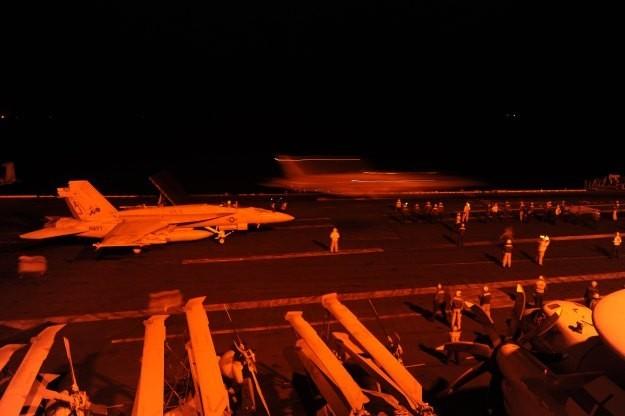 Cuộc sống trên tàu sân bay Mỹ không kích Syria - ảnh 2