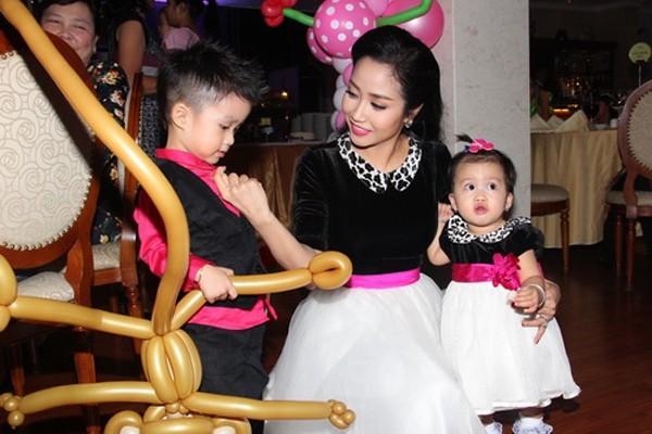 Ba mỹ nhân Việt mặc sành điệu cùng nhóc tỳ - ảnh 10
