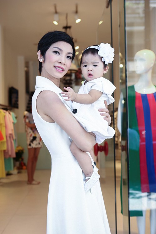 Ba mỹ nhân Việt mặc sành điệu cùng nhóc tỳ - ảnh 7