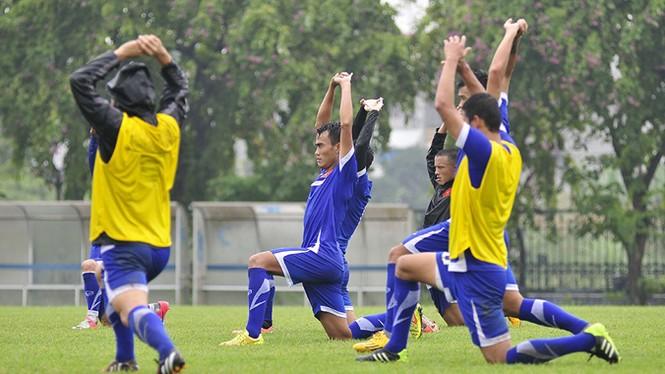 Tuyển Việt Nam đội mưa rét luyện công chờ đấu Malaysia - ảnh 2