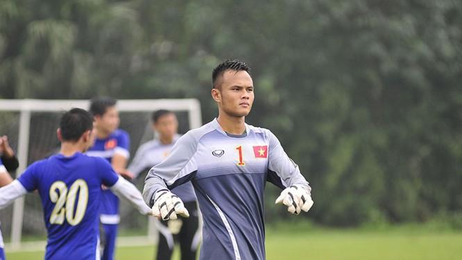 Tuyển Việt Nam đội mưa rét luyện công chờ đấu Malaysia - ảnh 3